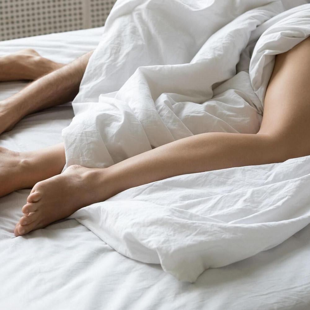 Dormir con pijama o sin pijama, ¿qué es mejor?